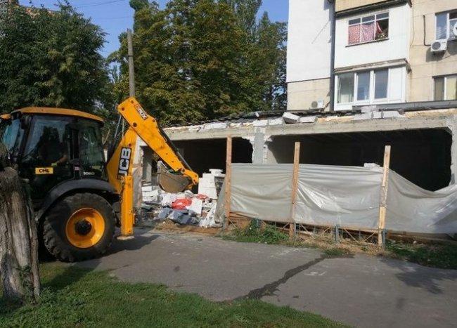 В Черемушках снесли незаконную постройку