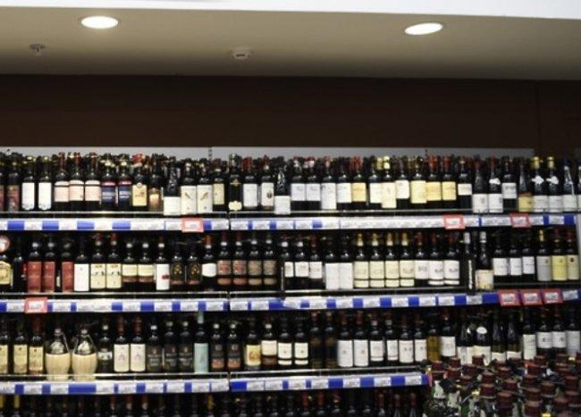 Неудачливый вор целый месяц пытался украсть элитный алкоголь из одесского магазина